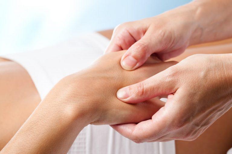 Sintomas, diagnóstico e tratamento de artrite reumatoide
